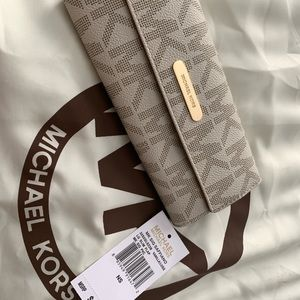 Michael Kors wallet brand new without tag.